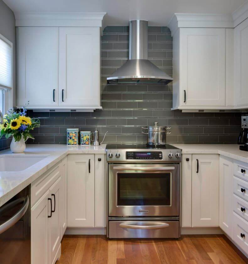 Dura Supreme Cabinetry with Under-Cabinet Power. Design by Barbara Bright Design, Photography by Andrew McKinney Photo