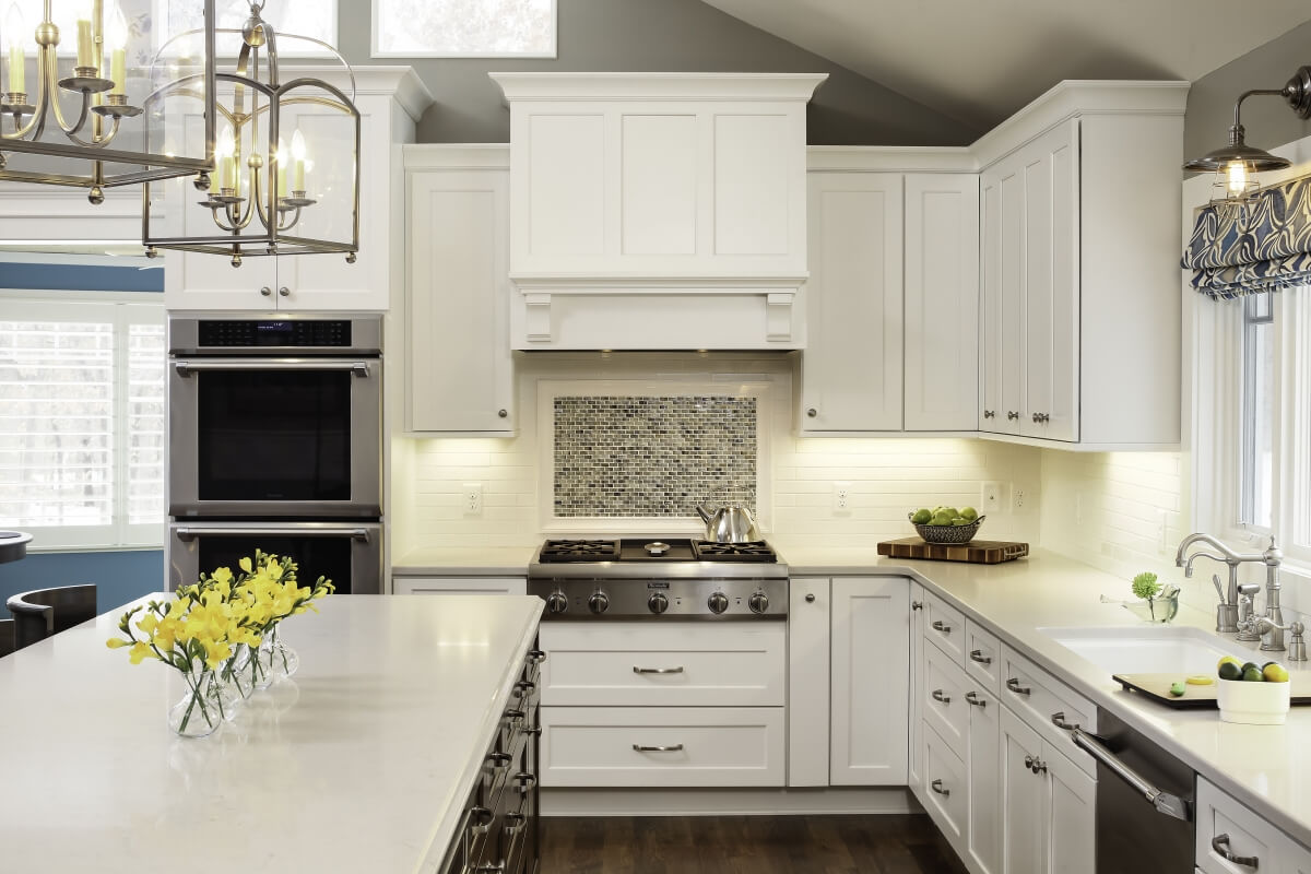 A beautiful kitchen designed by Ispiri Design Build Remodel featuring a Dura Supreme Cabinetry Integral Hood. Kitchen Photographed by Landmark Photography.