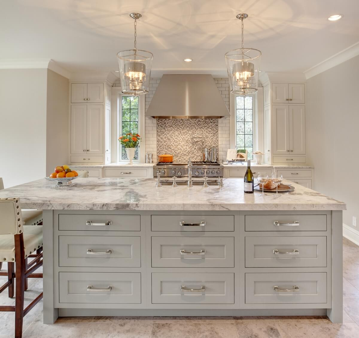 Dura Supreme Cabinetry kitchen design by Beverly Bradshaw Interiors, photography by Tom Marks Photo, cabinetry by Collaborative Interiors. Showcasing Dura Supreme Cabinetry in the Classic White and Zinc painted finishes.