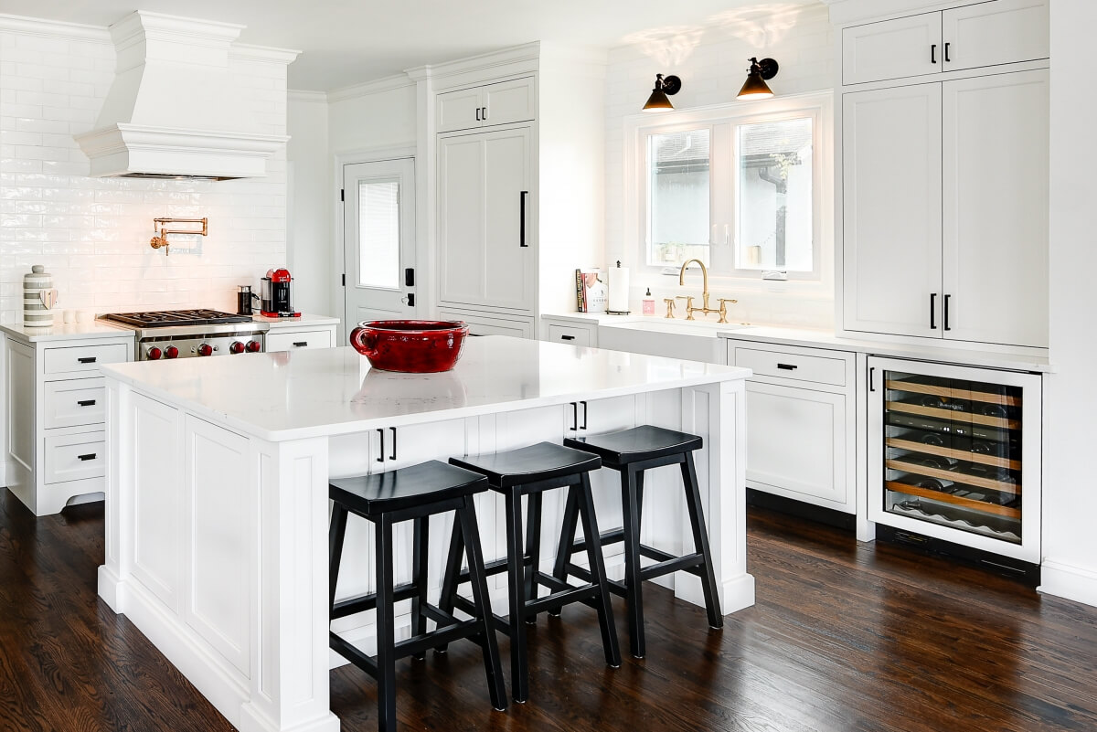 Dura Supreme Cabinetry kitchen design by Erica Caserta of Showcase Kitchens LLC, Connecticut. Photography by Severine Photography.