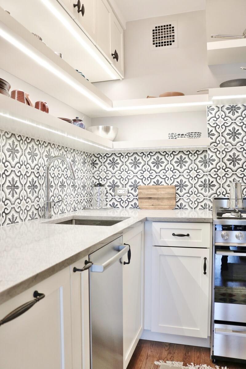Dura Supreme kitchen design by Michelle Raymer or Andersonville Kitchen & Bath, Chicago, IL. Photography by Monica Malewski.