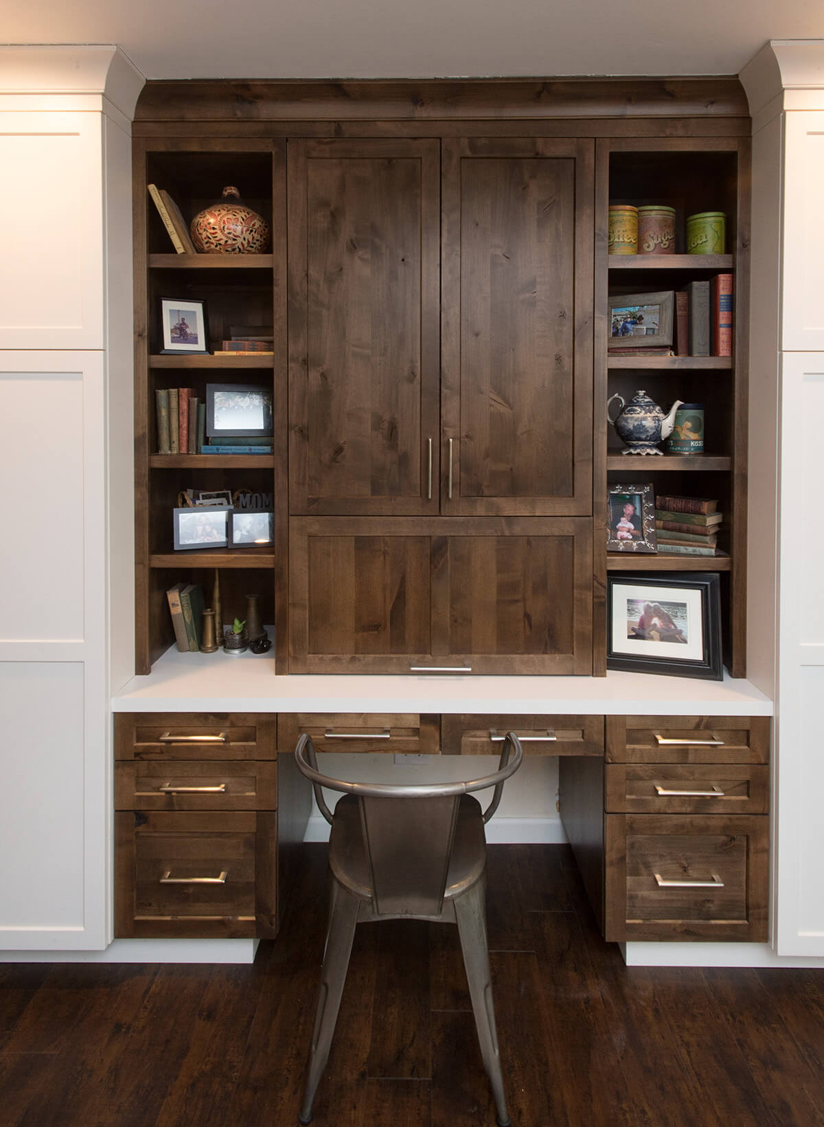 Dura Supreme Cabinetry kitchen and home office desk designed by Erin Havard of Modern Mountain Cabinetry & Co., California. Photography by Chantel Elder of Eleakis & Elder Photography.