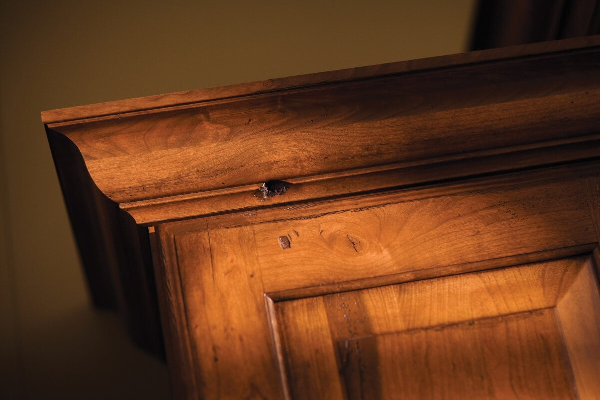 Crown modling stack close up on Dura Surpeme Cabinetry
