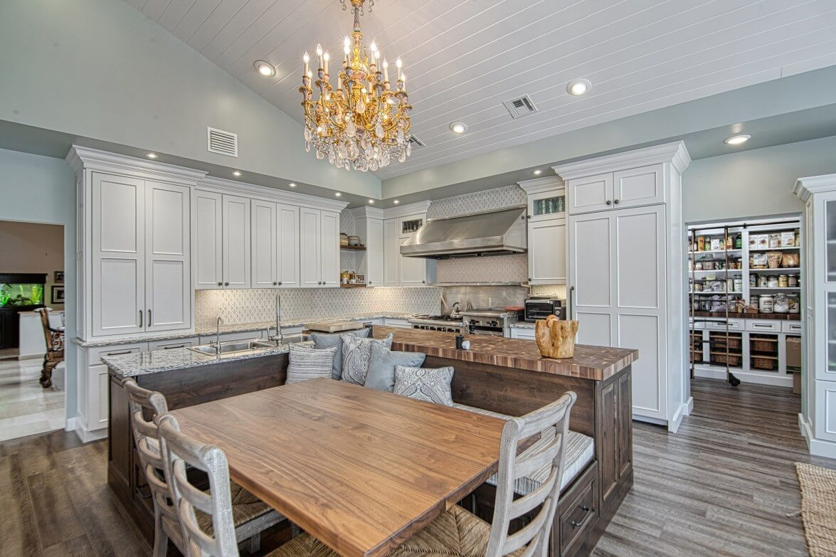 Full kitchen in Dura Supreme cabinetry, Designer Bianca Fathauer of Splendid Home Design, photographer Kaunishetki.