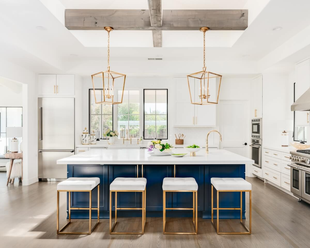Dura Supreme Cabinetry kitchen design by Helena Steele of Golden Gate Kitchens. Photo by Christopher Stark Photography.