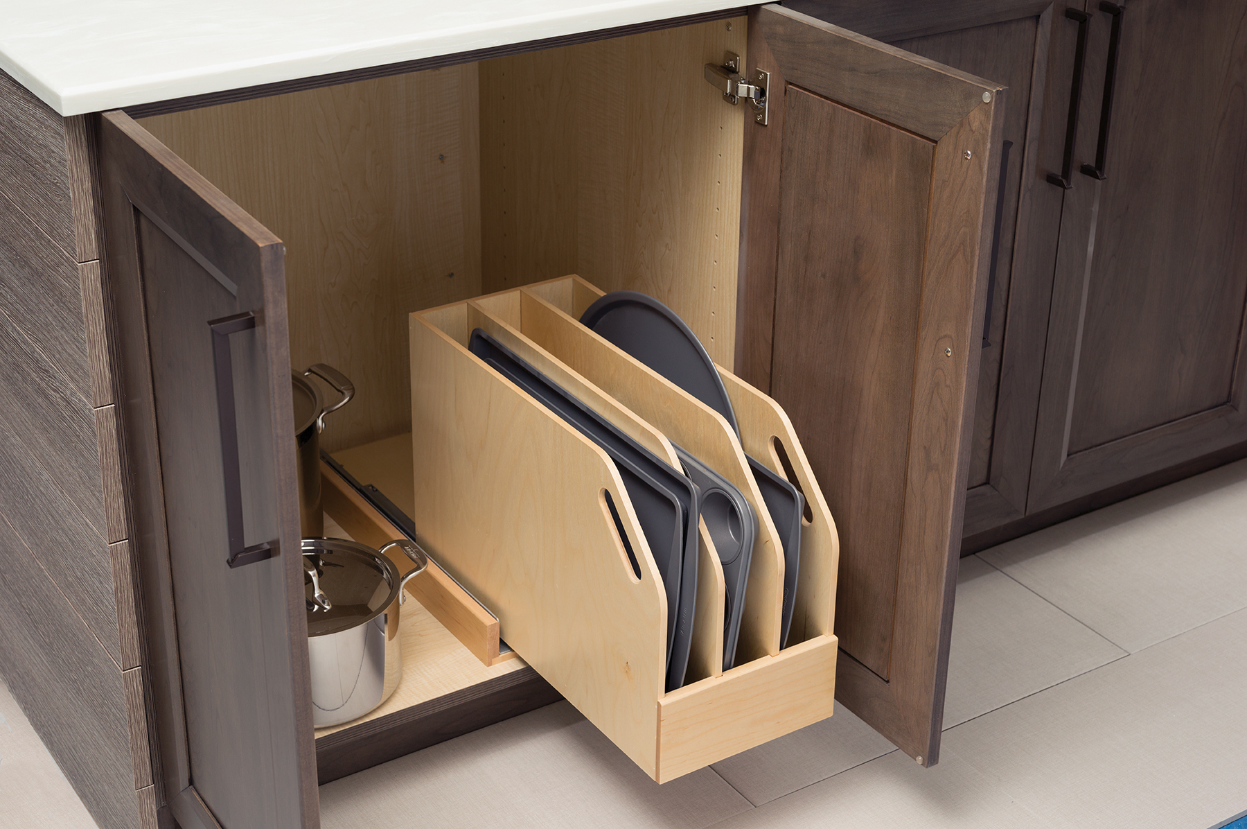 Tray Divider Pull-Out