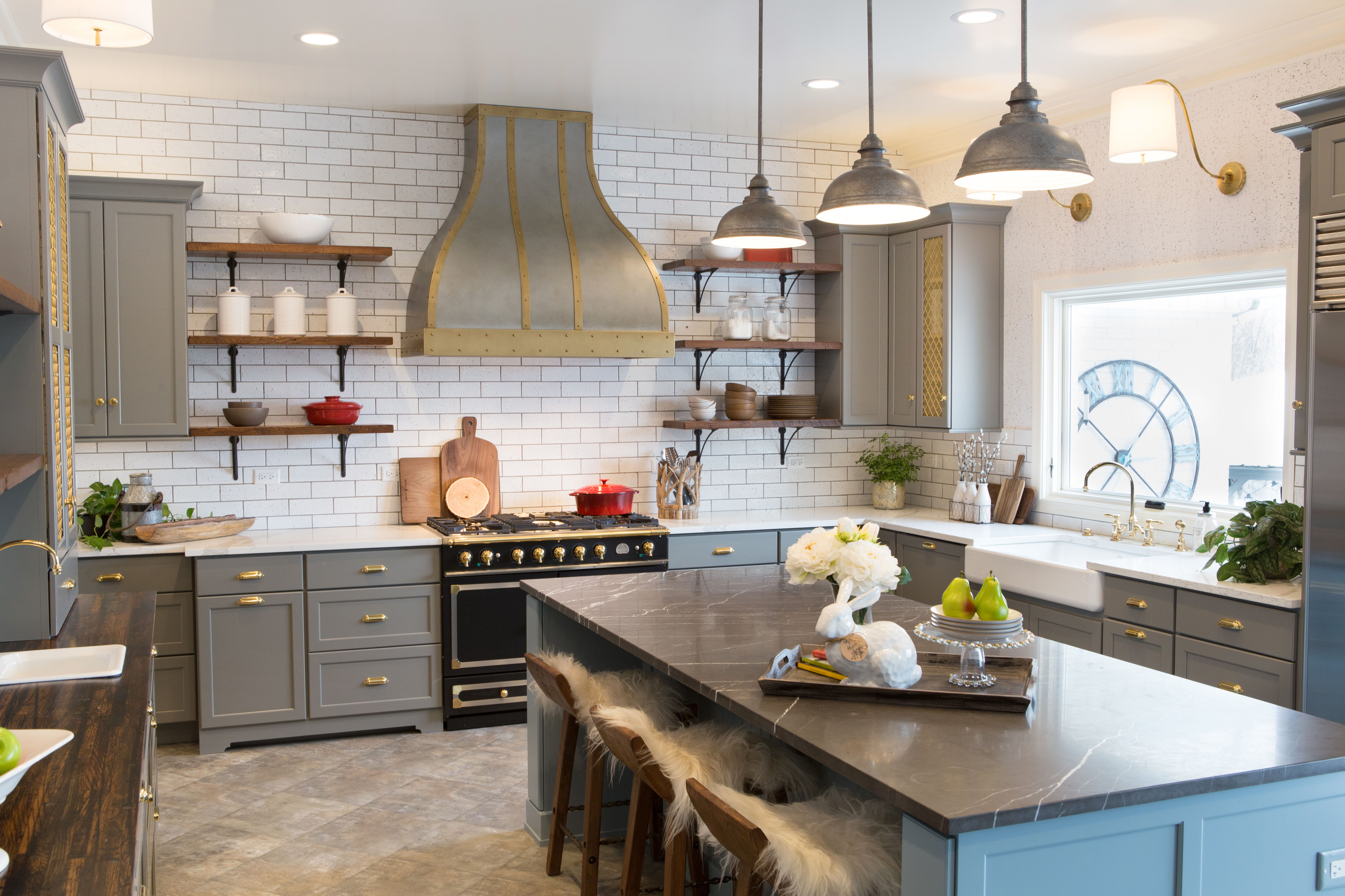 Kitchen in Dura Supreme Cabinetry, Kendall Panel door style in Personal Paint Match painted finishes.