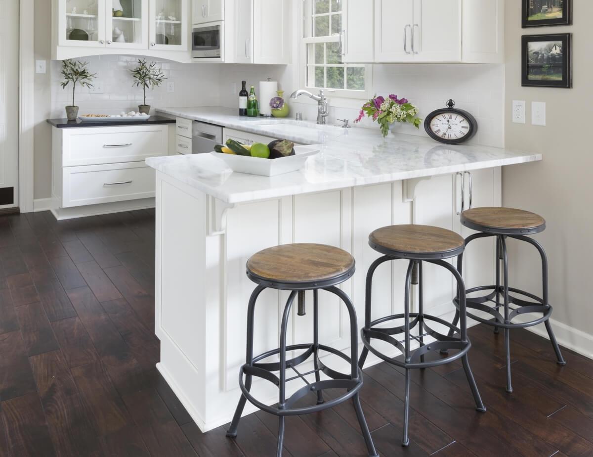 Dura Supreme kitchen design by Gwen Adair of Cabinet Supreme by Adair LLC, Wisconsin. Photography by Ryan Hainey.