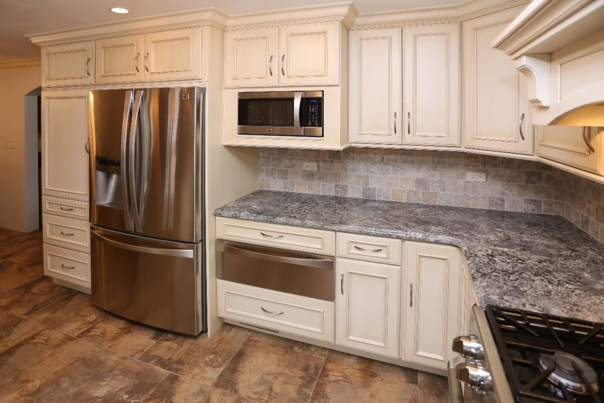 A Dura Supreme kitchen design by Seigle's Cabinet Center showing recommended landing space near a microwave oven.