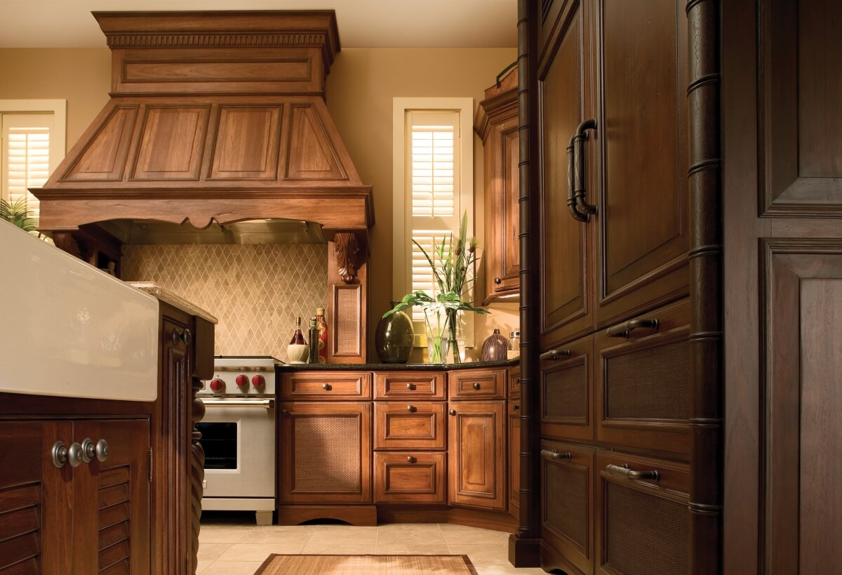 The right mix of woods, cabinet finishes and decorative elements creates a tropical island ambiance.