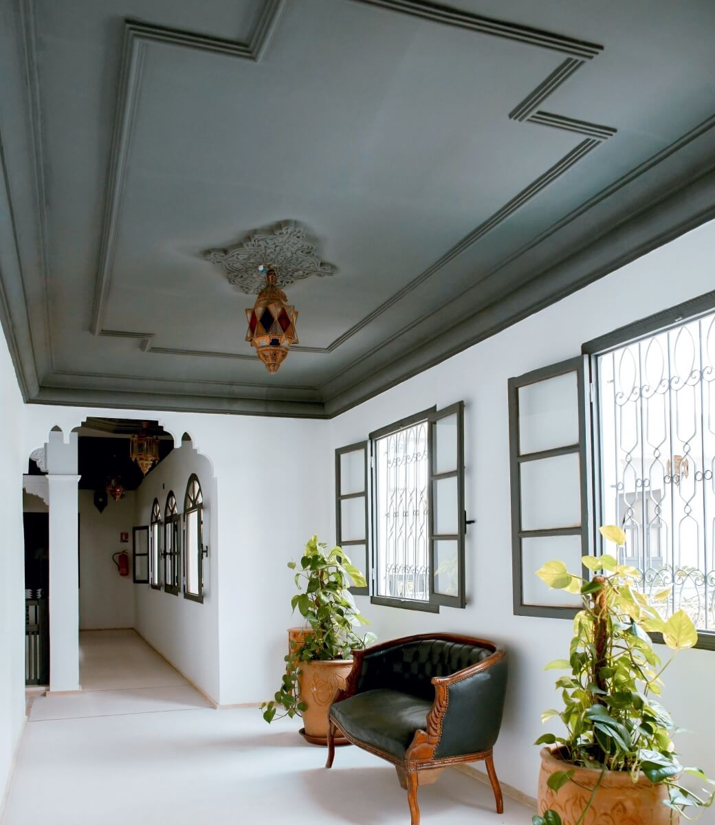 Applied molding on a ceiling can make a beautiful statement, photography by Toa Heftiba